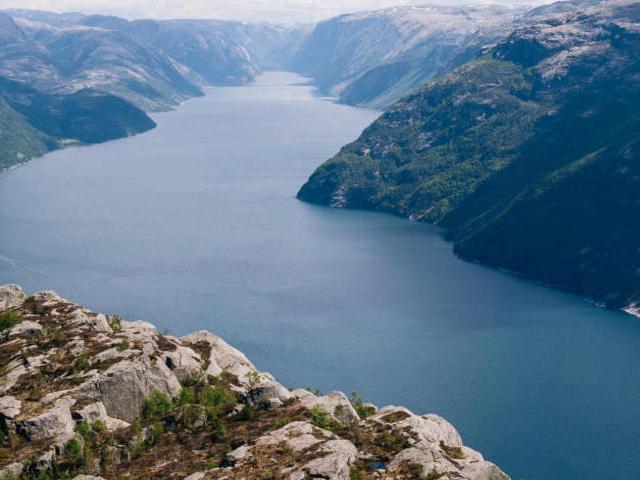 دریاچه زیبا